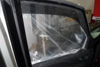 セレナの窓ガラス交換 宝塚の板金