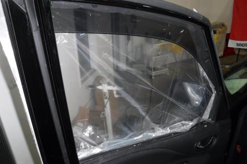 セレナの窓ガラス交換 宝塚の板金の施工前画像